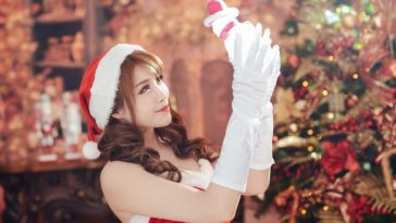 Beauty Christmas Model 4K HD Wallpaper 3840x2160