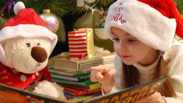 Cute Little Girl Toy Bear Christmas HD Wallpaper 4k