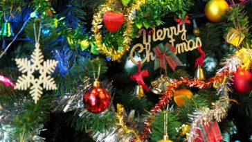 Merry Christmas tree decoration HD Wallpaper 3840x2400