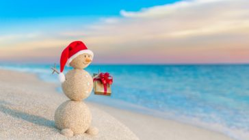 Christmas Snowman with Gift at Beach Wallpaper 4K